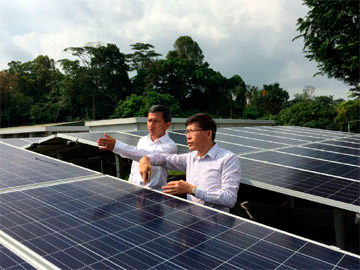 Minister for the Environment and Water Resources Dr. Vivian Balakrishnan visits SolarGy's 1MW Solar PV System at PUB's Choa Chu Kang Waterworks.